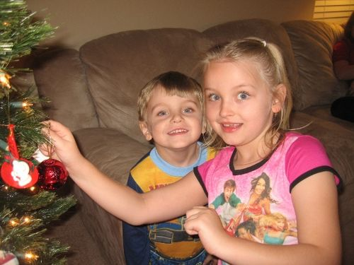 David & Gabby Hawking decorating the tree 2008 - small